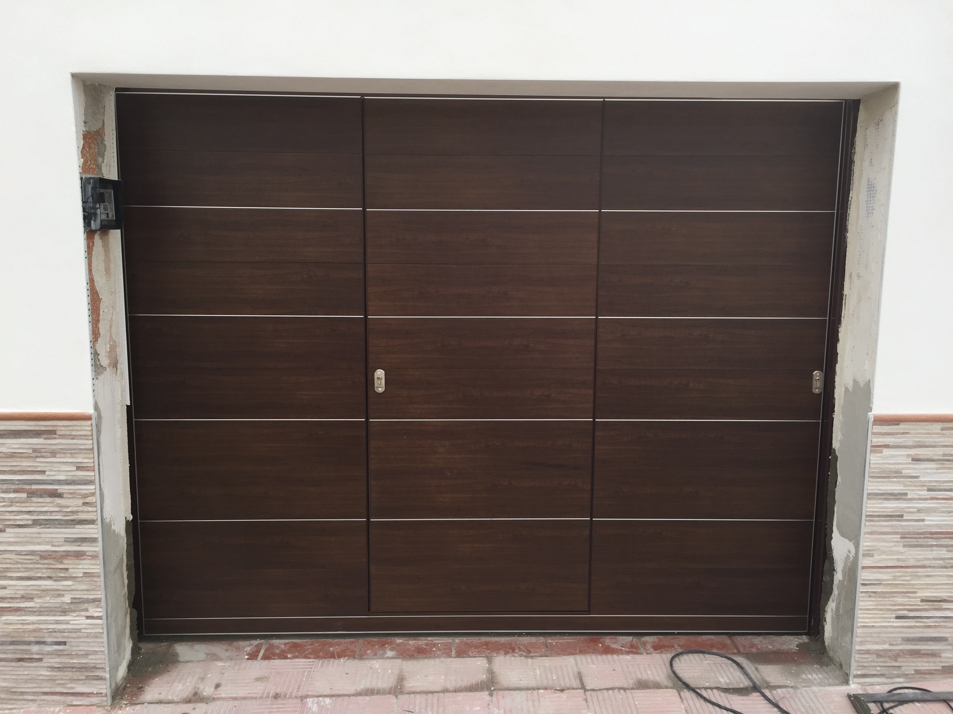Garaje abatibles puertas indumetal - Puerta garaje abatible ...